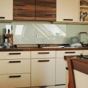 Einbauküche Nußbaum und Champagner