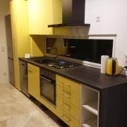 Einbauküche gelb und Mooreiche